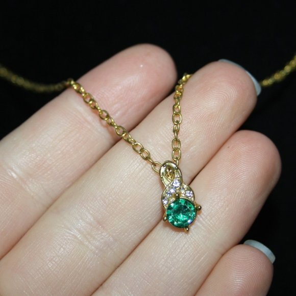 """Vintage gold and emerald green necklace 18"""""""
